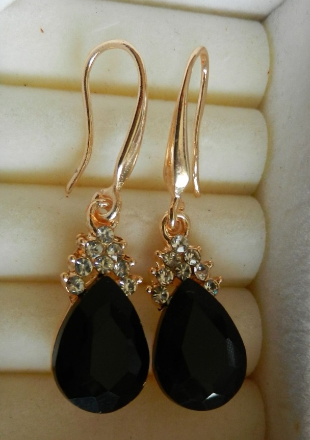 Gorgeous Elegant Diamond Earrings BLACK
