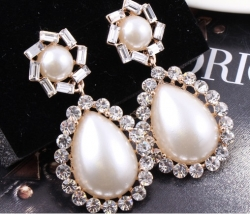 Atmospheric Palace Style Pearl Earrings